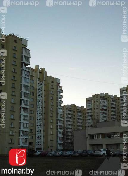 Продаётся квартира в кирпичном доме с видом на парк Победы и музей ВОВ. пр. Победителей,39