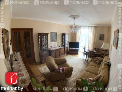 , 50  Продается трёхкомнатная квартира - сталинка  в тихом центре