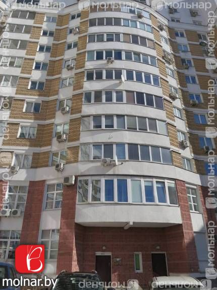 Продаётся просторная двухкомнатная квартира у метро! ул.Притыцкого,83
