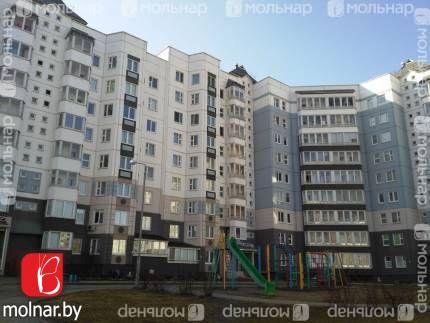 Улица Гаруна дом 22. Продается большая с ремонтом  двухкомнатная квартира