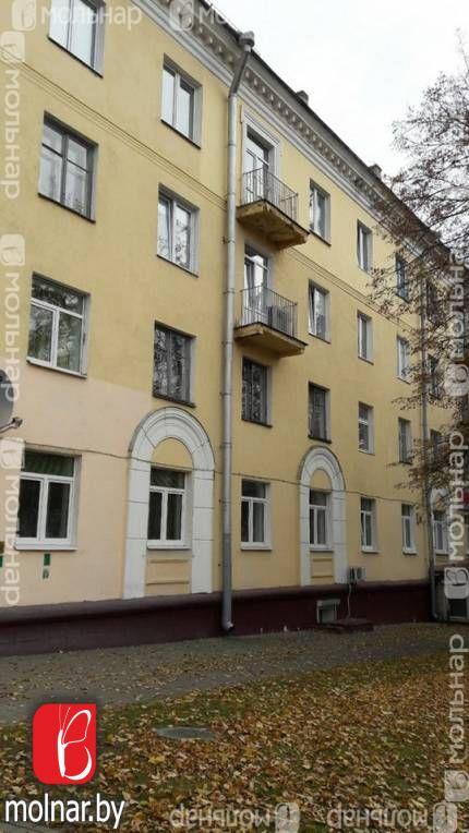 Продается 2-х комн. кв-ра  в самом центре города, сталинка.
