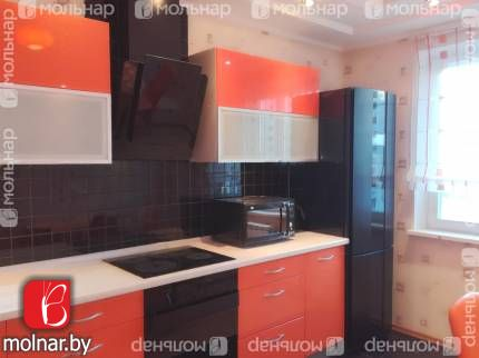Трехкомнатная квартира с отличным ремонтом у метро. ул.Притыцкого,107