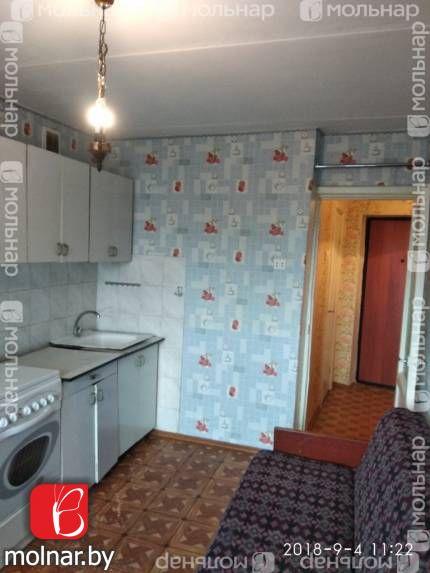, 8  1-комнатная  квартира c большой кухней в Ждановичах !    3эт/5к                общая 36, 9/жилая 16,51/кухня 10,08  В квартире  - жилая комната  (16,51 м2)  - кухня (10,08 м2)  - балкон из кухни, застеклен  - в жилой комнате установлен стеклопакет  - санузел  совмещенный  - кладовка  - установлены приборы учета расхода воды, электроэнергии  - на полу линолеум, потолок - клеевая окраска  - в жилой комнате стены оклеены  обоями  - в кухне  на стене фартук облицован плиткой   - в санузле стены облицованы плиткой, потолок обшит сайдингом  - приборы отопления расположены в квартире   - металлическая входная дверь  - интернет  - домофон  - остается: кухонная мебель, электроплита, корпусная мебель (секция), двустворчатый шкаф,  кровать, диван    Дом  - кирпичный   - большой холл, можно хранить детские коляски, велосипеды  Инфраструктура   - отличное транспортное сообщение до Минска – автобусы, маршрутное такси, электрички  - до торгового рынка «Лебяжий» 10 мин езды  - Молодечненское направление электрички  - удобный выезд на кольцевую дорогу,  к Минскому морю  - торговый центр «Корона», магазин «Евроопт»  - развитая инфраструктура - школа, поликлиника, кафе, ресторан,      банки, аптеки, почта  - недалеко от дома транспортная остановка (маршрутное такси, городские автобусы, электричка)